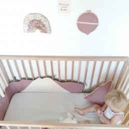 tour de lit bébé montagne vieux rose